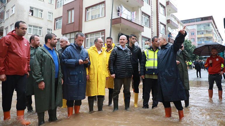Bakan Soylu, Arhavide yeniden su basan iki mahallede incelemelerde bulundu