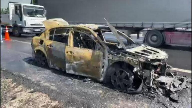 Esenyurtta otomobil yandı Alevler nedeniyle TEM kapandı