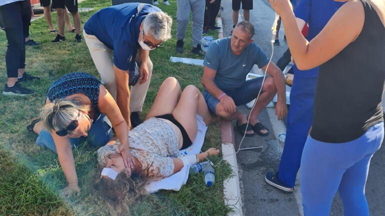 Otomobilin çarptığı ambulans devrildi 3 turist yaralı...