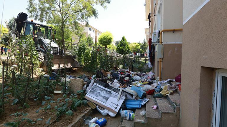 Sakaryada belediye ekiplerinin temizlediği evden 4 kamyon çöp çıktı
