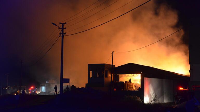 Geri dönüşüm tesisinde korkutan yangın Kontrol altına alındı
