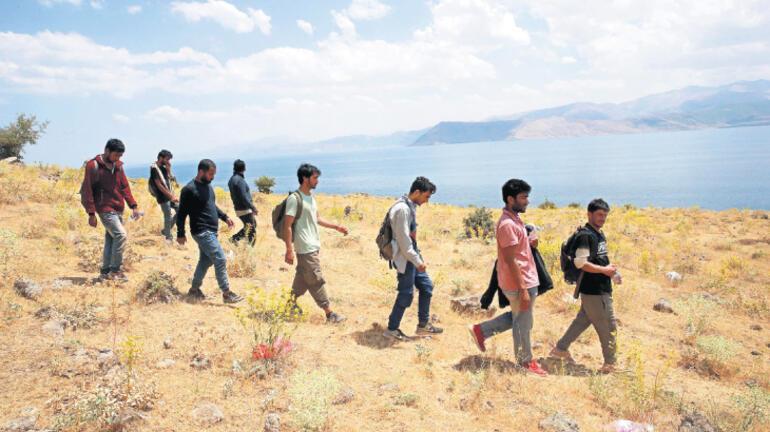 'Taliban'dan kaçıyorlar söylemi inandırıcı değil'