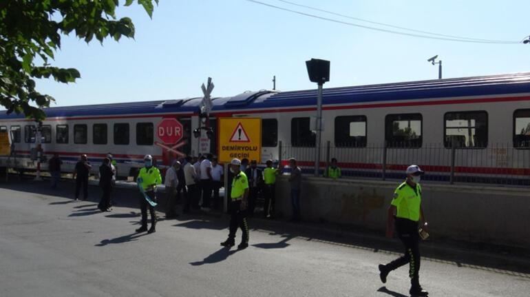 Karsta Doğu Ekspresi treninin hemzemin geçitte çarptığı kişi öldü