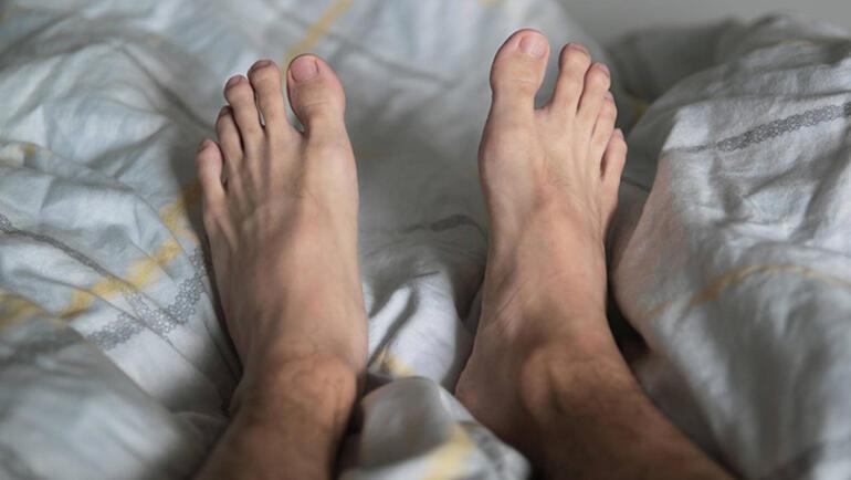 B12 ve demir eksikliği huzursuz bacak sendromuna yol açıyor