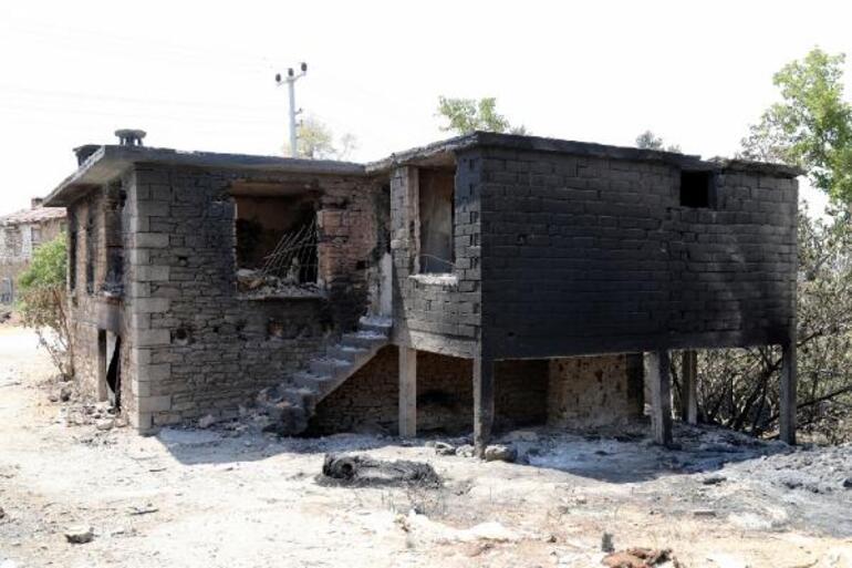 Jandarma yangında yıkılan evin enkazında bulunan bilezikleri sahibine ulaştırdı