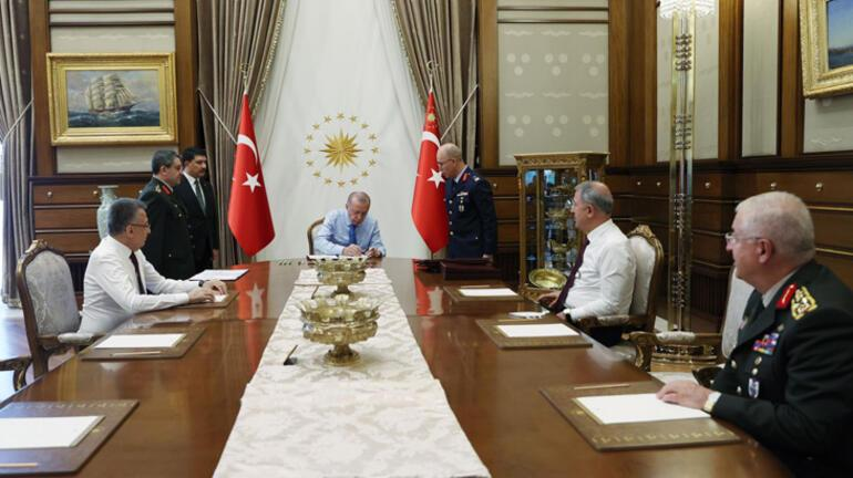 Son dakika... Cumhurbaşkanı Erdoğan, YAŞ kararlarını onayladı İşte yeni Kara Kuvvetleri Komutanı...