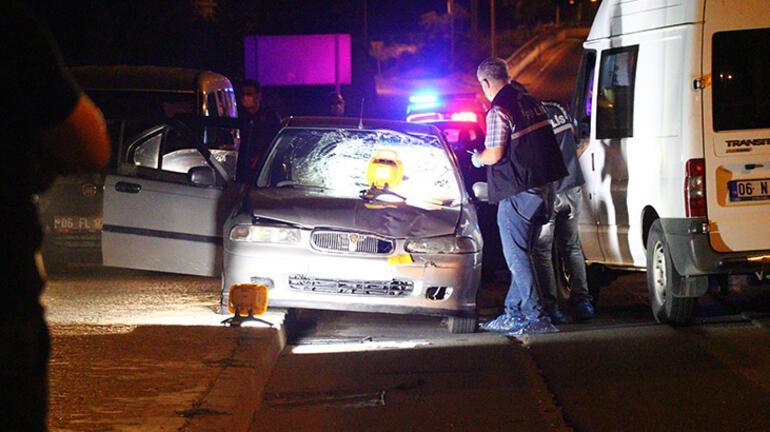 Feci ölüm Otomobilden zorla indirilen kadına araba çarptı
