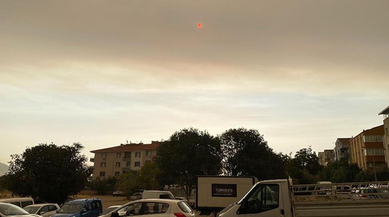 Son dakika... Yangınların dumanı İzmir'de görülüyor