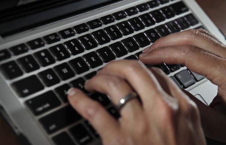 İlk kitabı yazma sürecinde teknoloji yardımcı olabilir