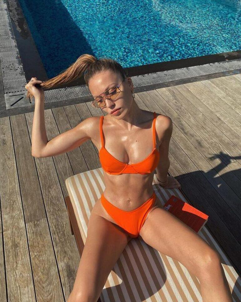 Duygu Özaslan turuncu bikinisiyle poz verdi