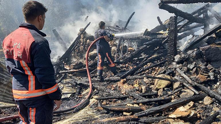 Ankarada iki ahşap ev ve bir tahıl ambarı yandı