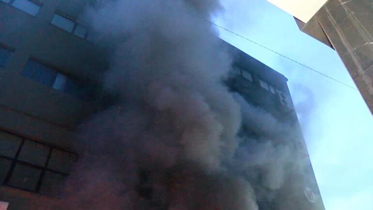Son dakika: Kağıthanede plastik ambalaj imalathanesinde korkutan yangın