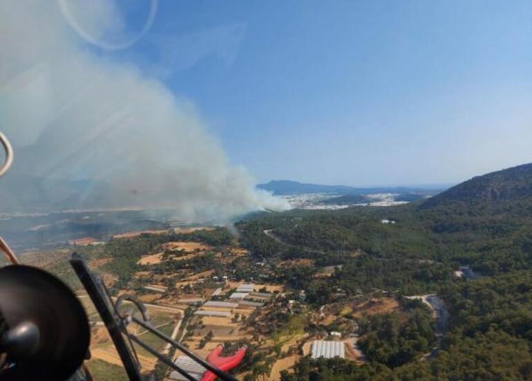 Son dakika Muğlada yerleşim yerlerinin yanında yangın
