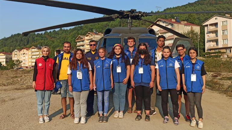 Bakan Soyludan afet bölgesindeki gönüllü gençlere helikopter gezisi jesti