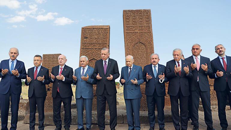 Erdoğan, Malazgirt Zaferi'nin yıl dönümünde Ahlat'taki etkinlikte konuştu: Mezar taşlarımız tapu senedimizdir