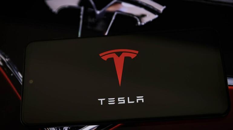 ABDde sürücü destek sistemi bulunan Tesla iki araca çarptı