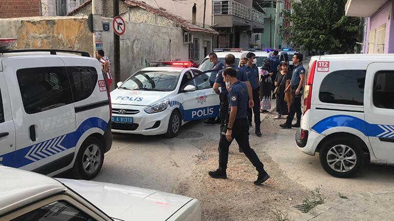 İzmirde silahlı saldırı dehşeti Aralarında bebek ve çocuklar da var