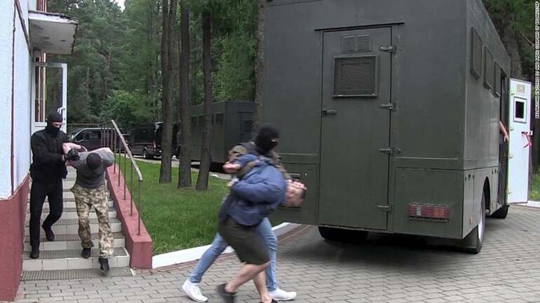 Ruslar tuzağa düştü Olağanüstü savaş suçu operasyonu filmleri aratmadı