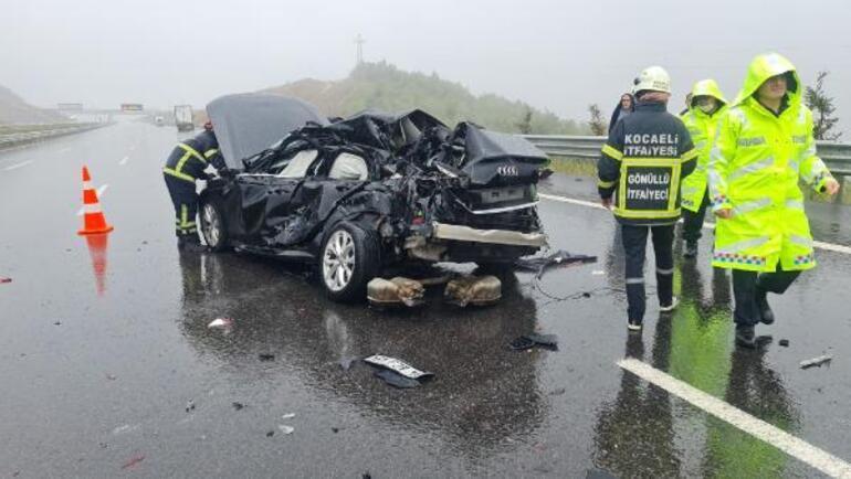 Son dakika Yağmurla kayganlaşan yolda otomobil, TIRa çarptı: 1 ölü