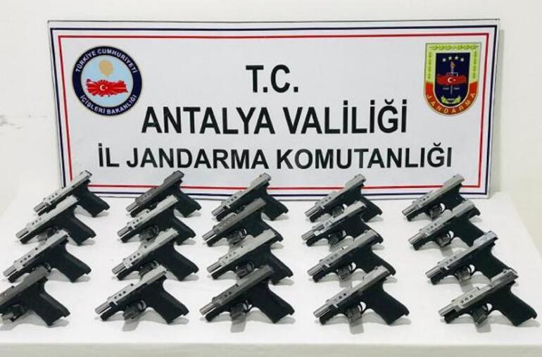 Konyadan Antalyaya kadar adım adım takip edildiler Poşetten bunlar çıktı