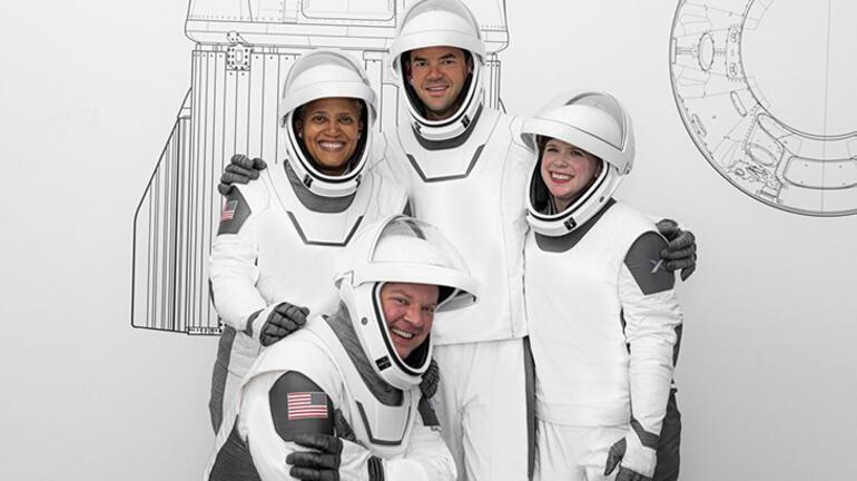 Elon Musk tamamen sivillerden oluşan ekibi uzaya gönderiyor