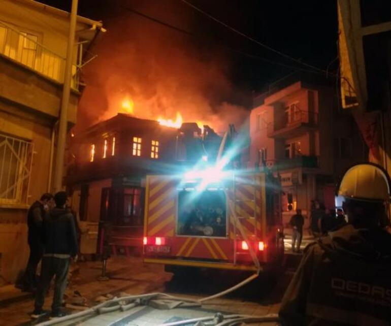 Korkutan yangınTarihi konak alev alev yandı