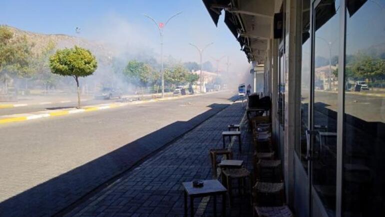 Diyarbakırda elektrik ekibinin çalışmasını engelleyen gruba polis müdahalesi