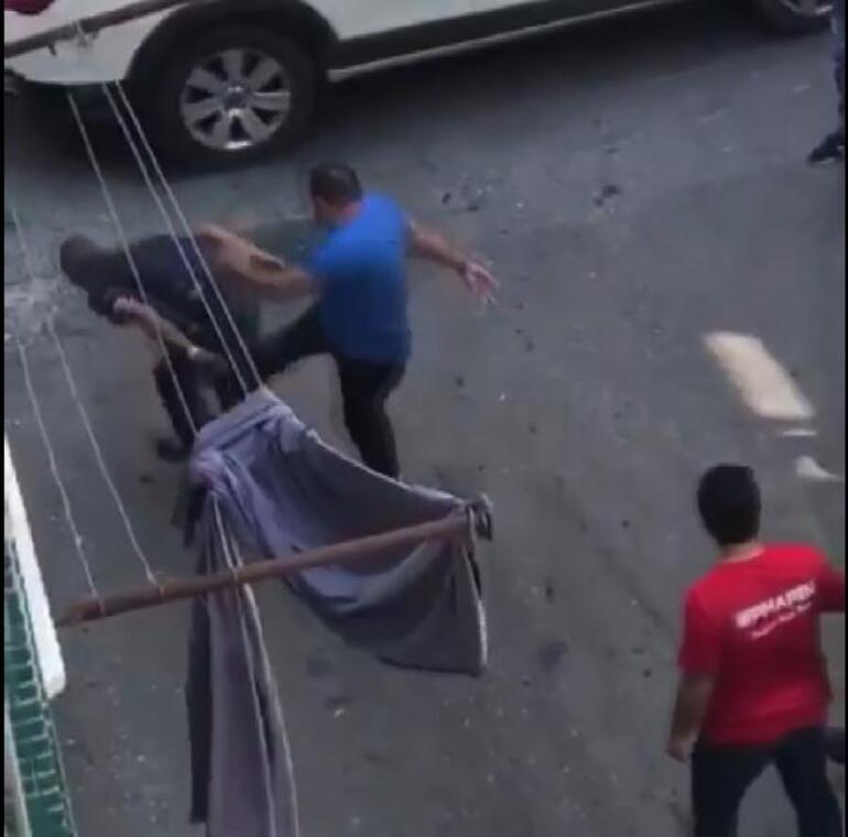 İş yerinden para çalan hırsızı yakalayıp dövdü; parasını geri aldı