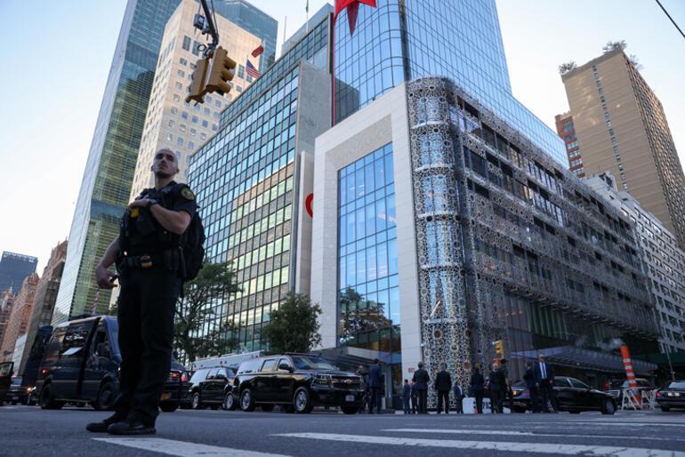 Cumhurbaşkanı Erdoğan, New Yorktaki Yeni Türkevi Binasında incelemelerde bulundu