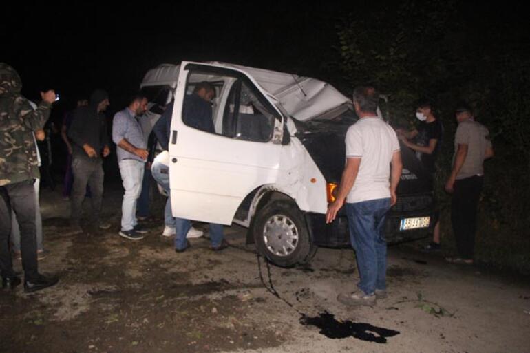 İşçileri taşıyan minibüs şarampole yuvarlandı Yaralılar var