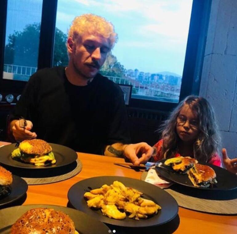 Uraz Kaygılaroğlu kızı Ada için mutfakta