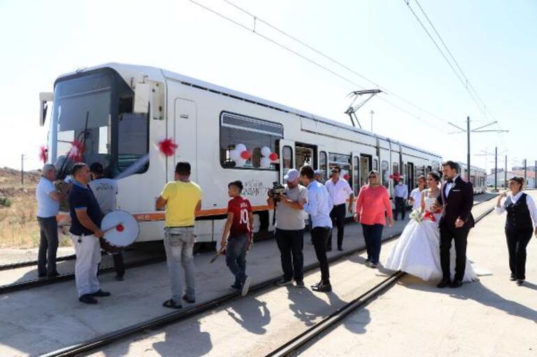 Vatman çift, tramvayla şehir turu attı
