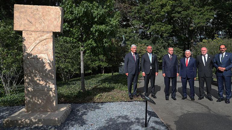 Cumhurbaşkanı Erdoğan, BMde Göbeklitepe dikilitaş replikasını ziyaret etti