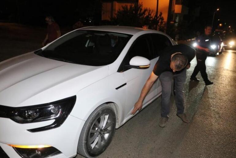 Alkollü genç otomobilleri taşa tuttu