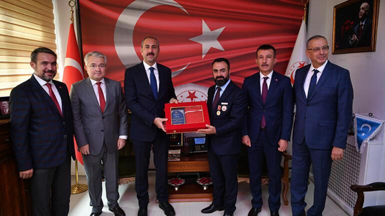 Bakan Gül: Türkiyeye asla el uzatamayacaklar