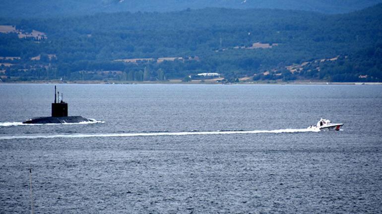 Rus denizaltısı, Çanakkale Boğazından geçti