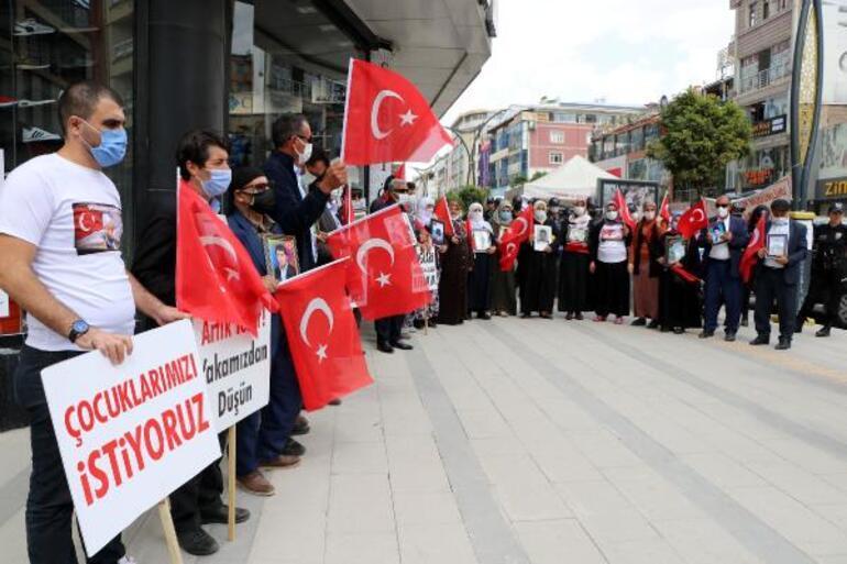 Vanda HDP önündeki anne: Evladımı nasıl kandırdıklarının hesabını versinler
