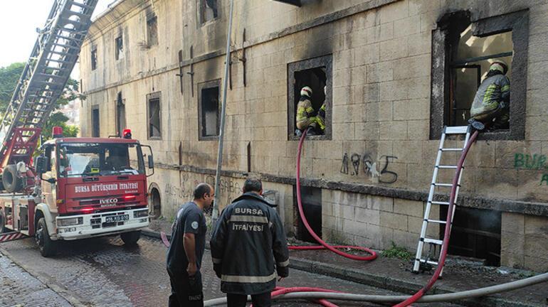 Bursada metruk binada çıkan yangın söndürüldü