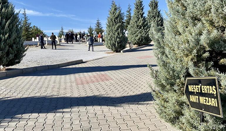 Neşet Ertaş, Kırşehirdeki mezarı başında anıldı