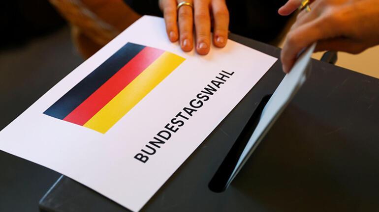 Almanya sandığa gitti Merkel yerine kim seçilecek