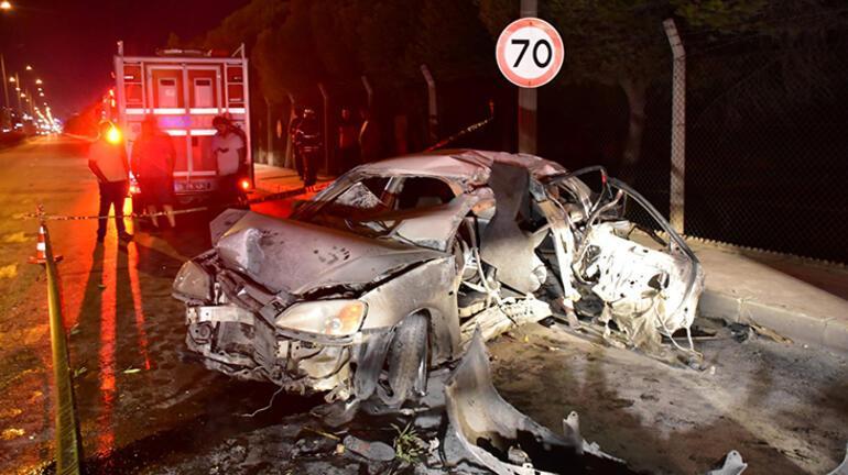 İzmirde gece yarısı korkunç kaza 1 ölü, 3 yaralı