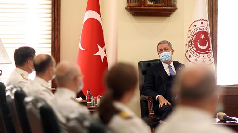 Milli Savunma Bakanı Akar, Bahriyelilerle bir araya geldi