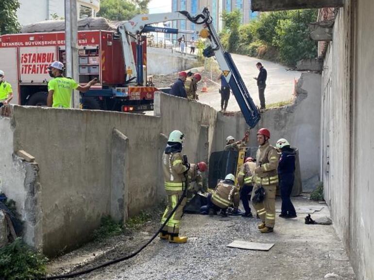 Ataşehirde devrilen iş makinesinin altında kalan sürücü öldü