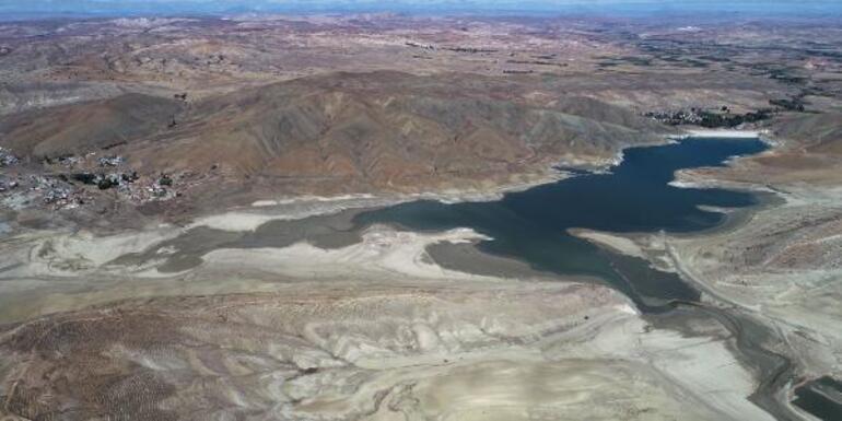 Yok oldu Sular 300 metre çekildi, zemin tarım arazisine dönüştü