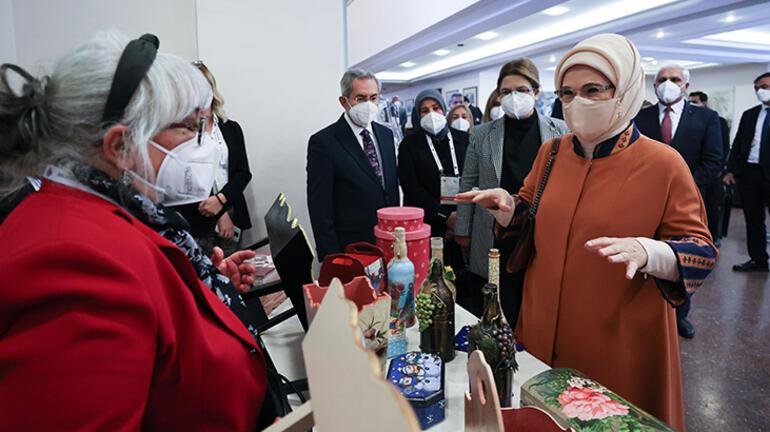 Emine Erdoğan, yaşlılarla bir araya geldi