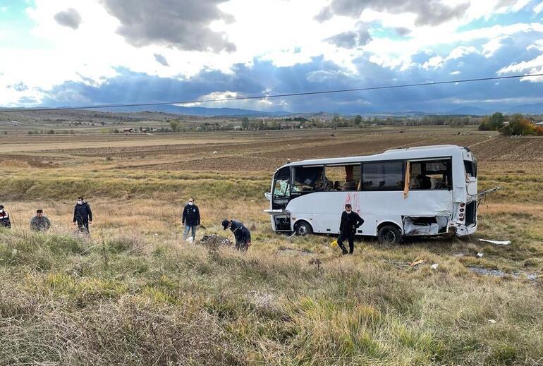 Kastamonuda polis servisinin devrilmesi sonucu 12 polis yaralandı