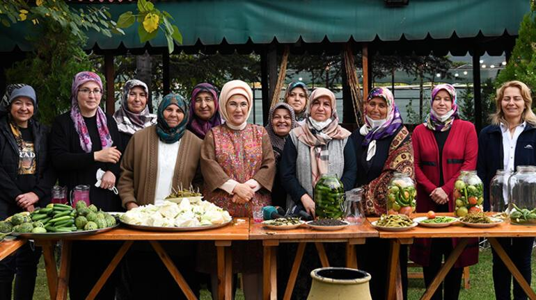 Emine Erdoğan, Çubukta kadınlarla turşu kurdu