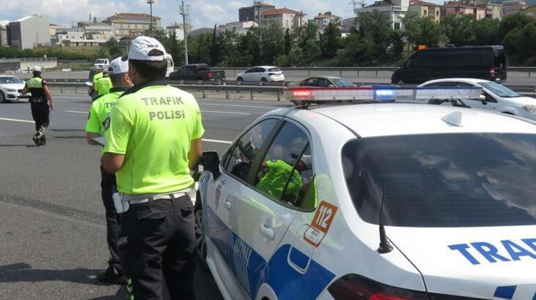 8 milyon araç denetlendi; 125 bin sürücüye telefonla konuşmaktan ceza kesildi
