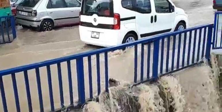 İzmirde yağmur hayatı felç etti, vatandaş tepki gösterdi