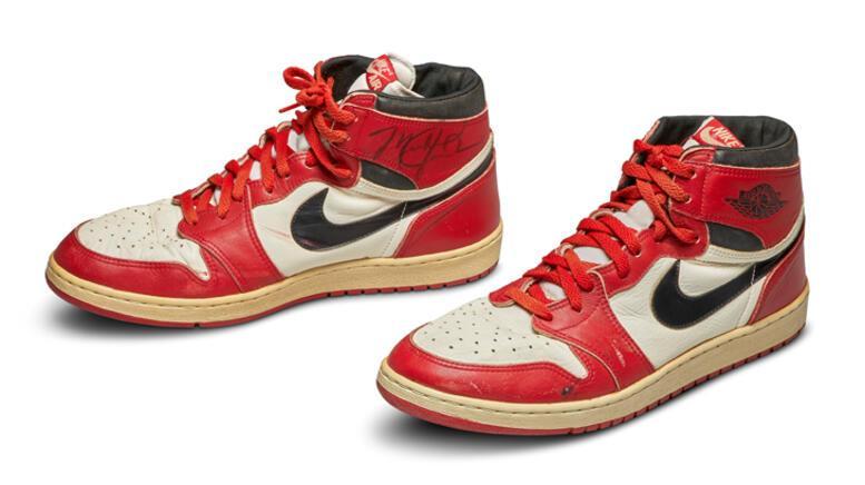 Michael Jordanın imzalı ayakkabısı 560 bin dolara satıldı